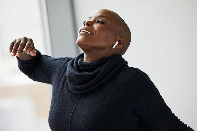 Danseres Hope Boykin Verkent De Vrijheid Met AirPods